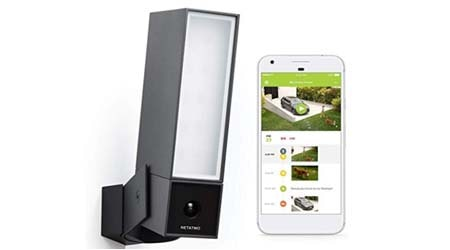Smart Outdoor Security Camera with Integrated floodlight
